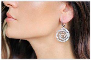 Otkrijte svevremensku eleganciju minimalistički dizajniranog nakita