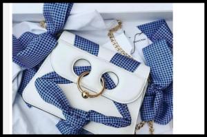 Statement torbe poboljšavaju styling i u njega unose puno zabave!